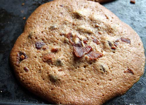 """Breaking Bad"" – inspired ""Bacon Bad"" chocolate chip cookies"