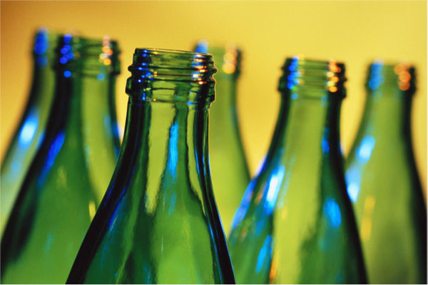 Should You Choose Glass or Plastic Bottles In The Kitchen?
