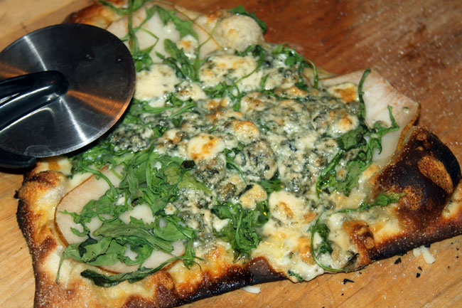 Pear, arugula, and gorgonzola pizza